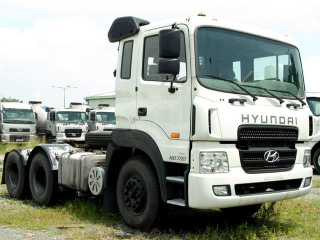 Xe đầu kéo Hyundai HD700 2 cầu ga cơ, nhập khẩu nguyên chiếc mới 100% model 2016