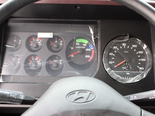 Bảng taplo đầu kéo Hyundai HD700