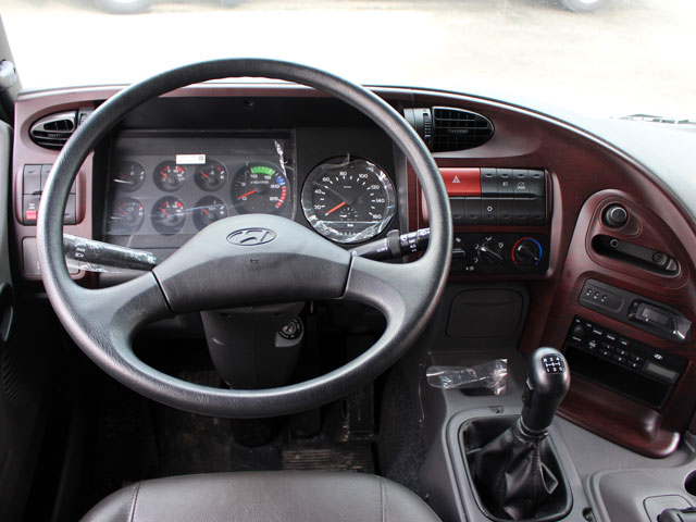 Vô lăng 2 chấu xe đầu kéo Huyndai HD700