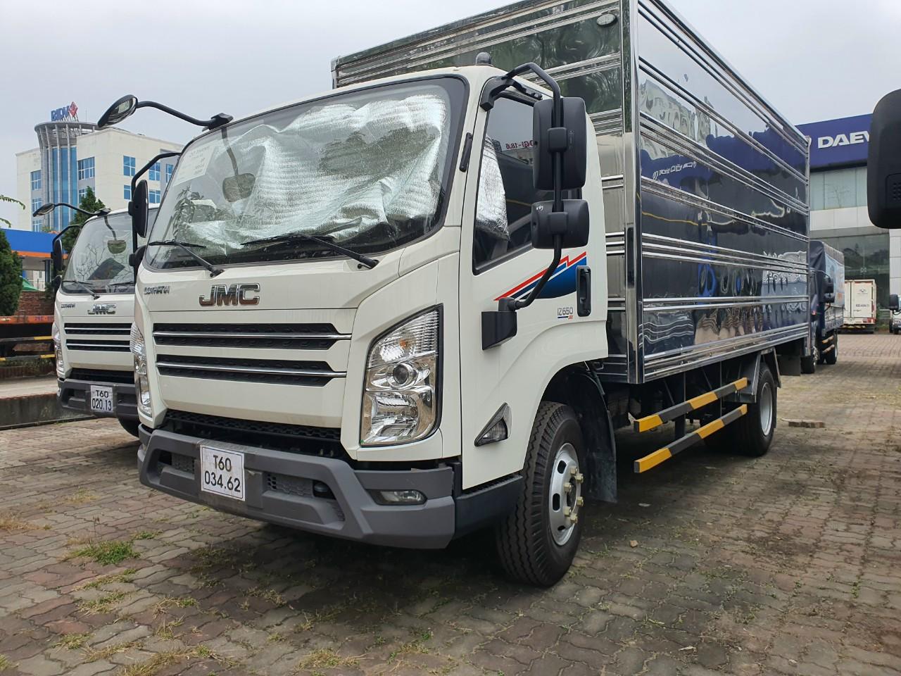 Xe tải IZ650 Đô Thành 7 tấn thùng kín