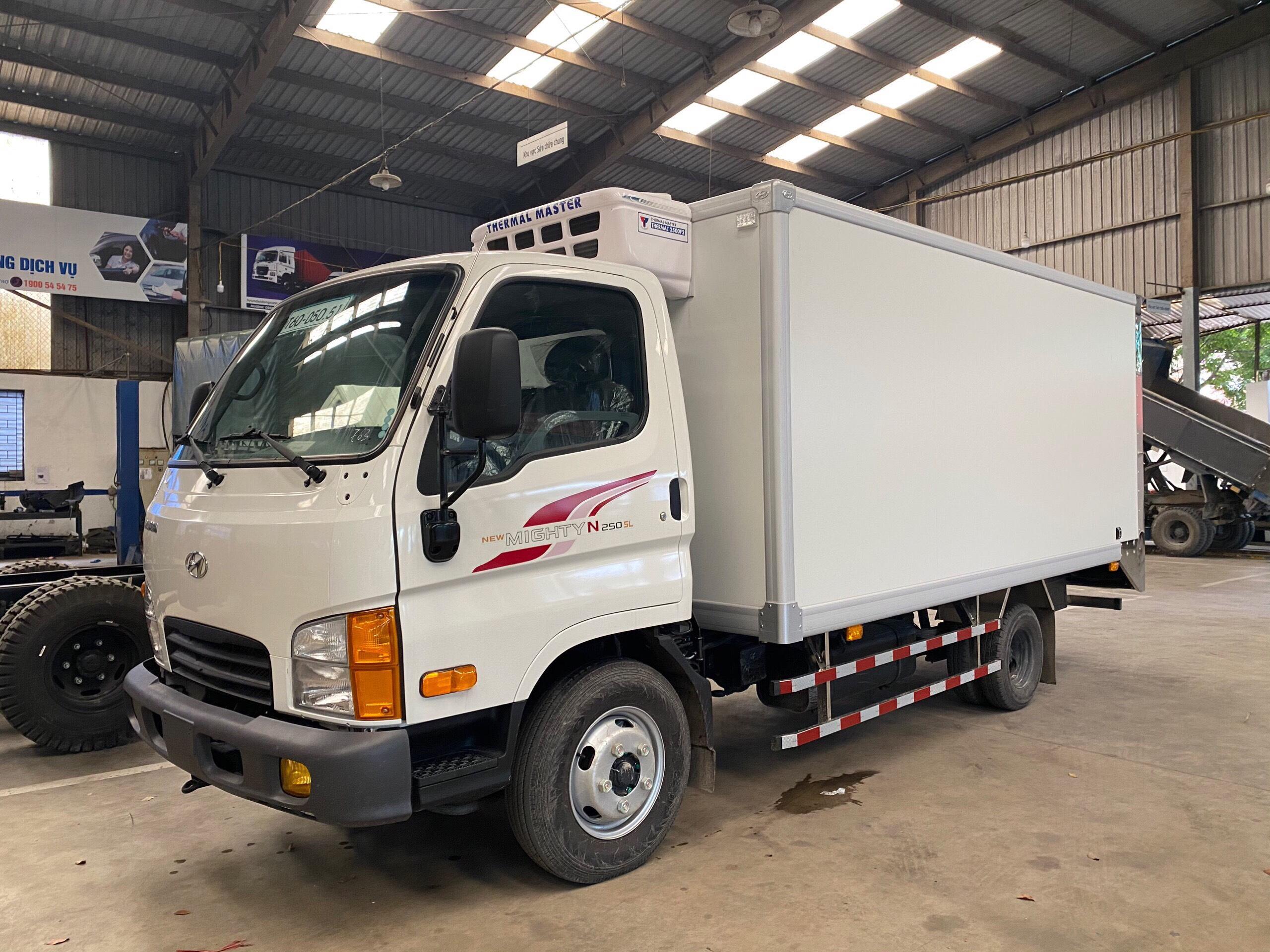 Xe tải đông lạnh 2.5 tấn Hyundai N250SL