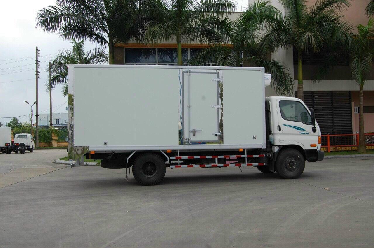 Xe tải đông lạnh 3.5 tấn Hyundai 75s