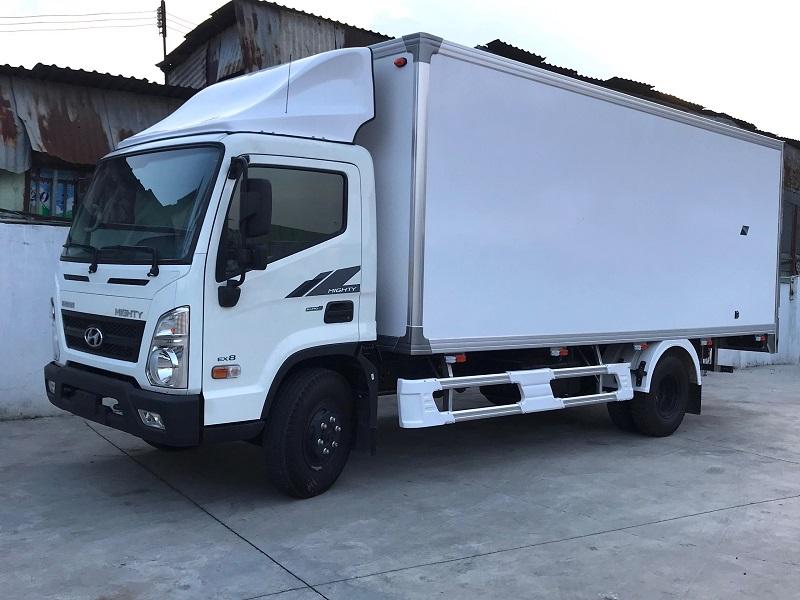 Xe tải Hyundai Ex8 nâng tải 8 tấn thùng kín