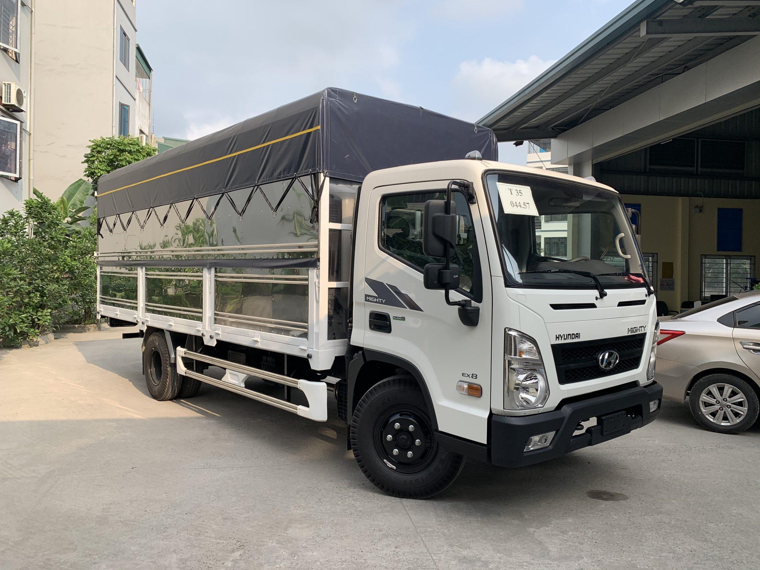 Xe tải Hyundai EX8 thùng bạt nâng tải 8 tấn