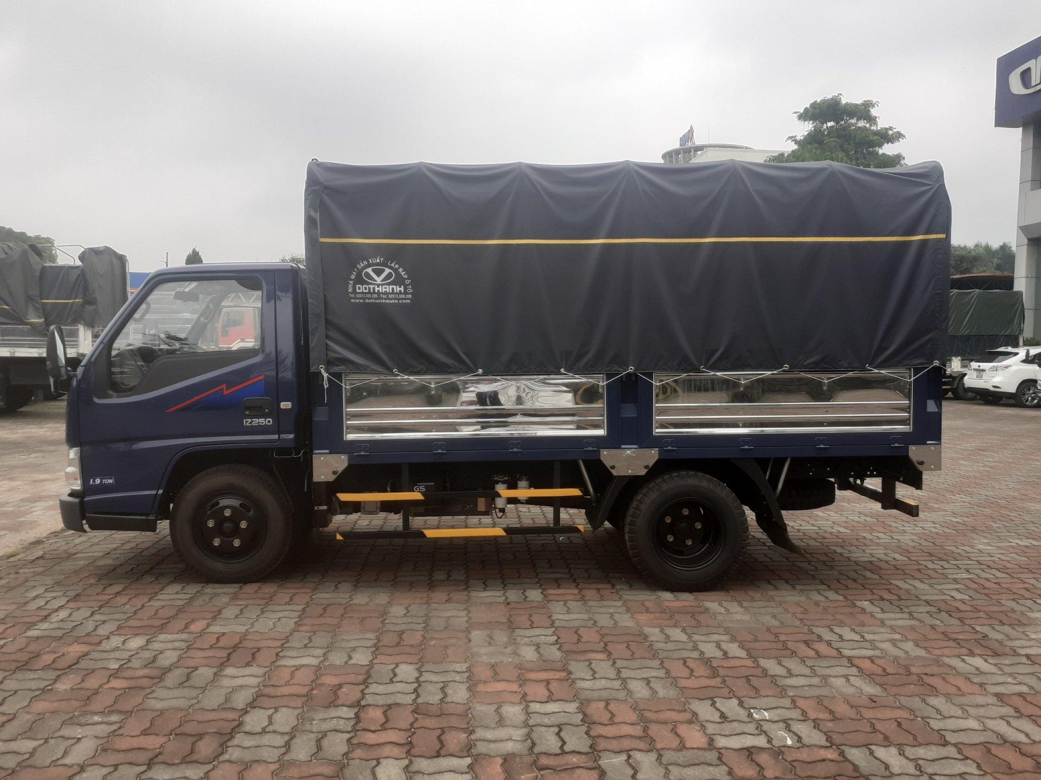 Giá xe tải IZ250 thùng mui bạt 2.5 tấn
