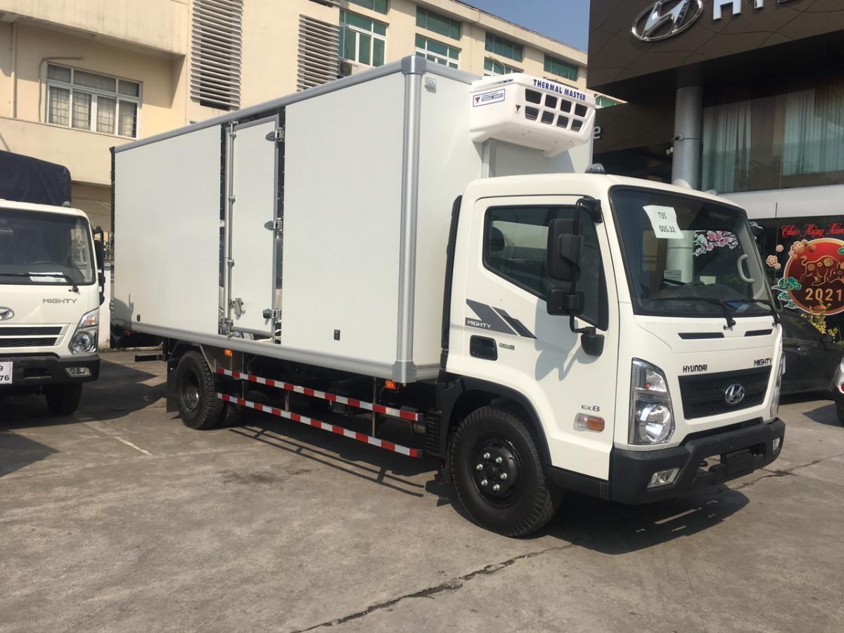 Xe tải thùng đông lạnh 7 tấn Hyundai EX8