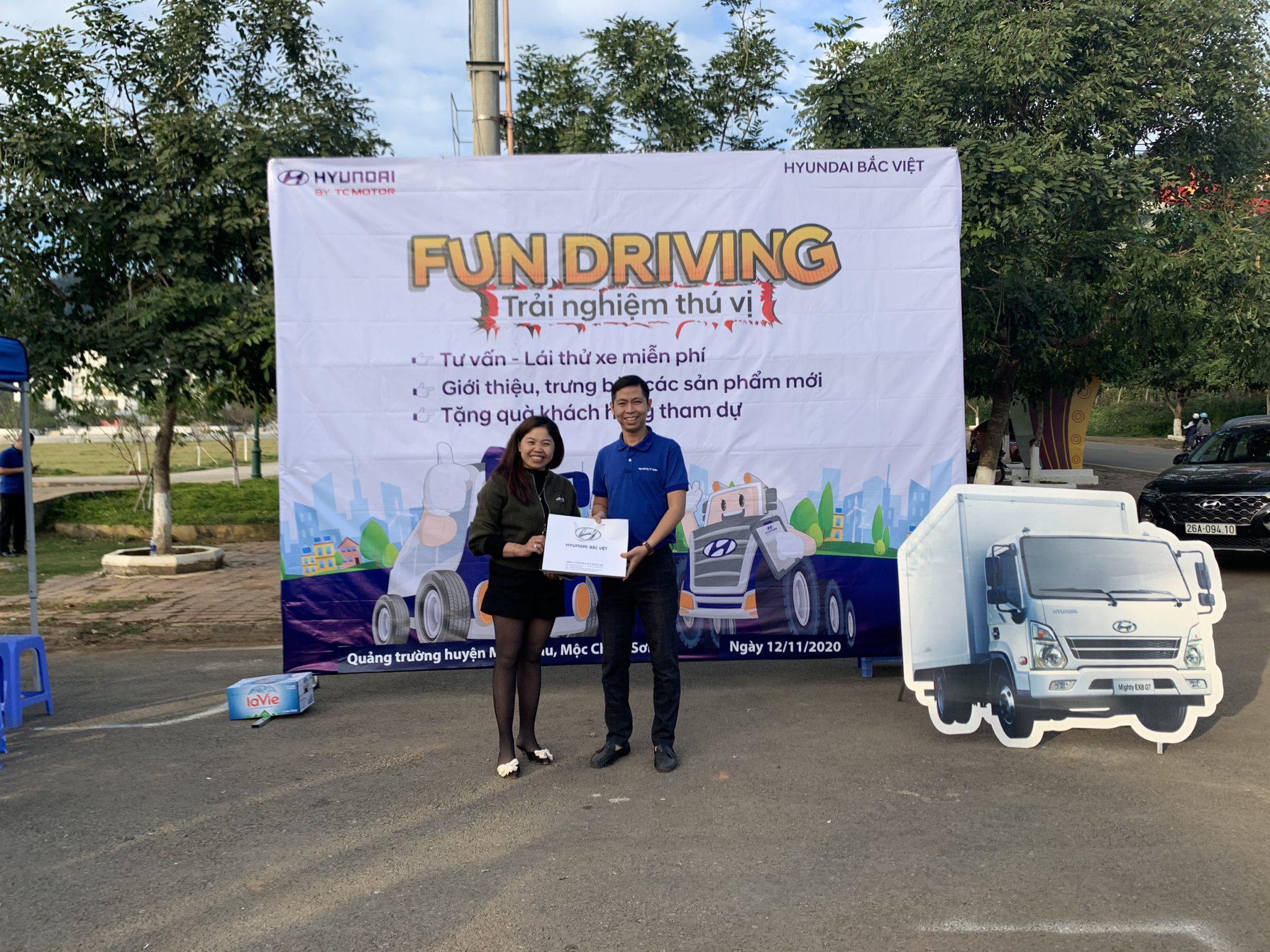 Hyundai Bắc Việt tặng quà khách hàng