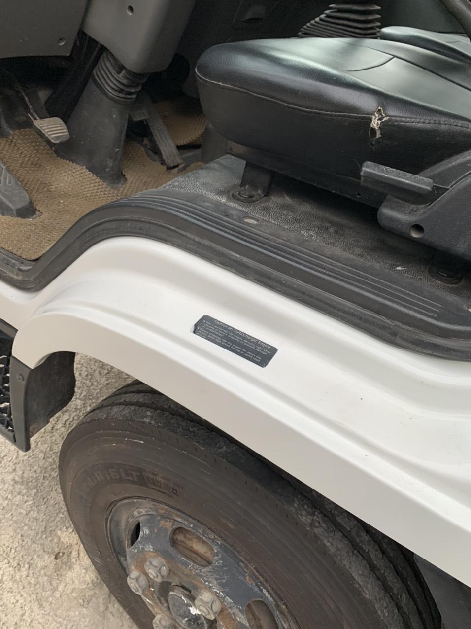 Kiểm tra bề ngoài xe tải đông lạnh cũ