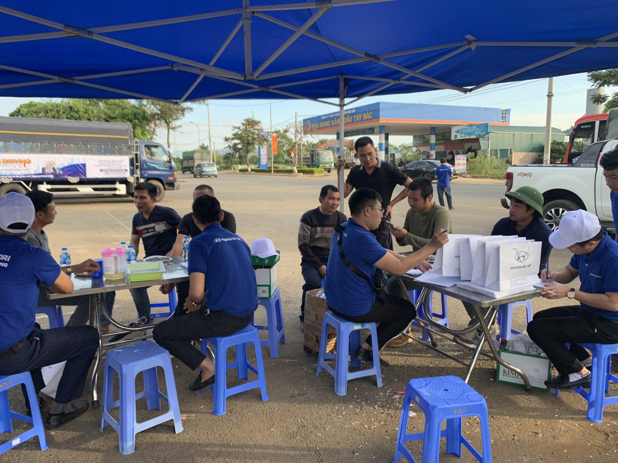 Nhân viên Hyundai Bắc Việt tư vấn xe tải Hyundai