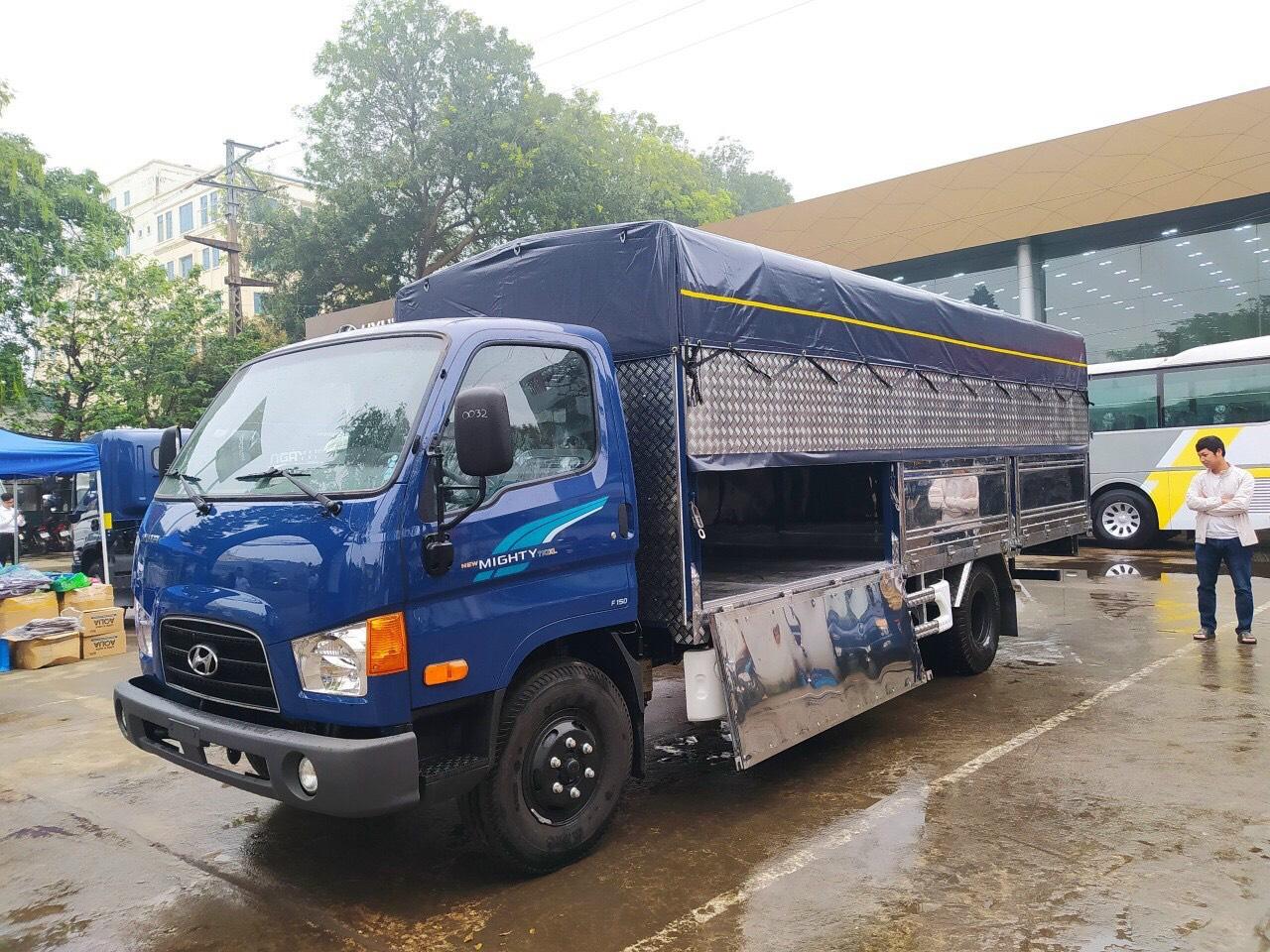 Xe tải Hyundai 110XL thùng bạt 7 tấn