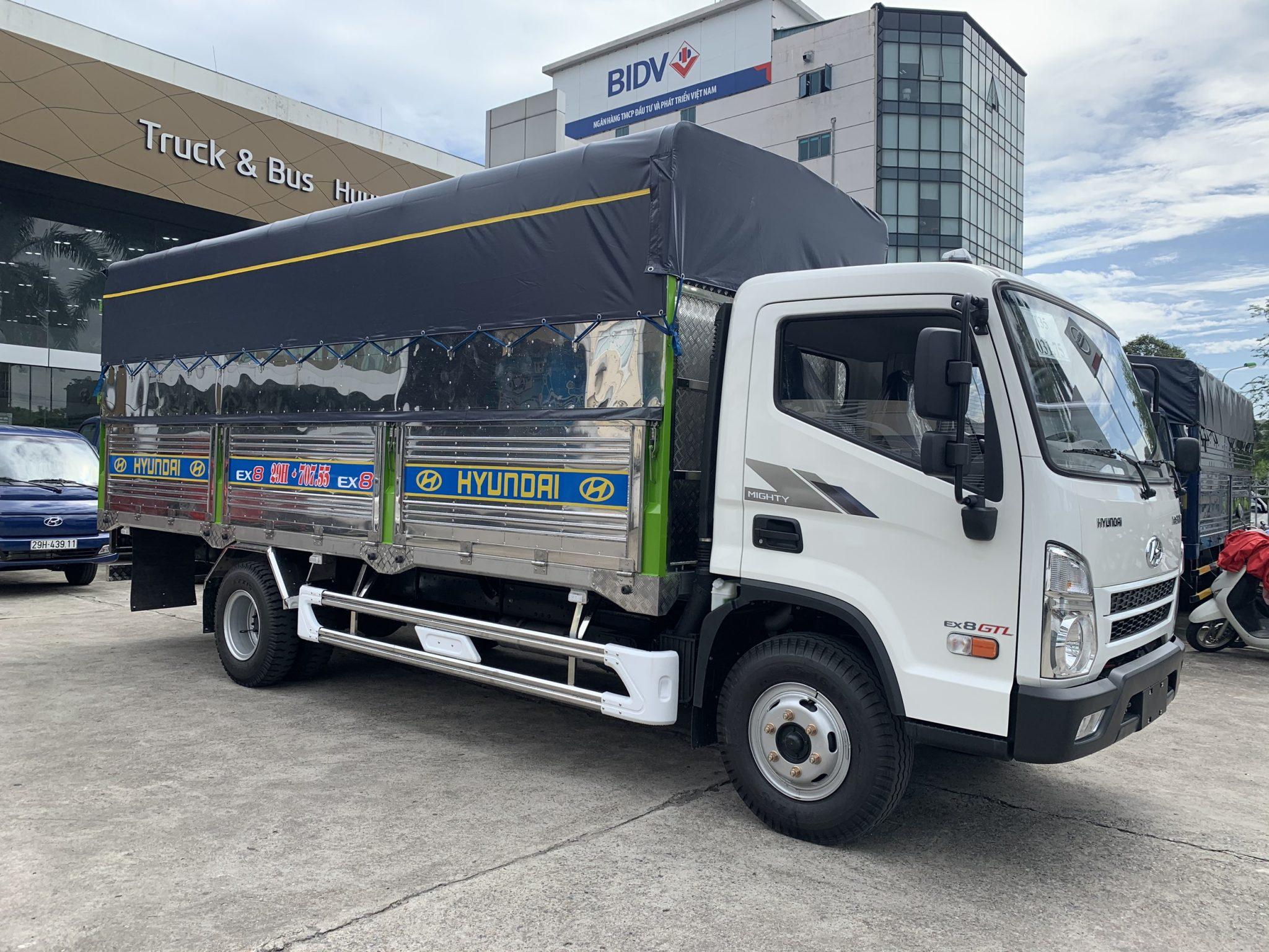 Xe tải Hyundai EX8 GTL thùng bạt 7 tấn